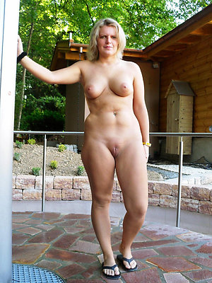 mature amateur photos stripped