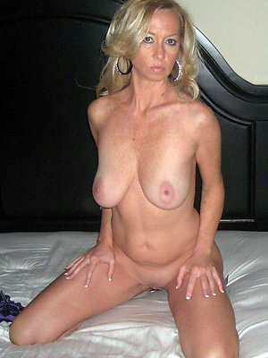 beautiful naked amateur mature