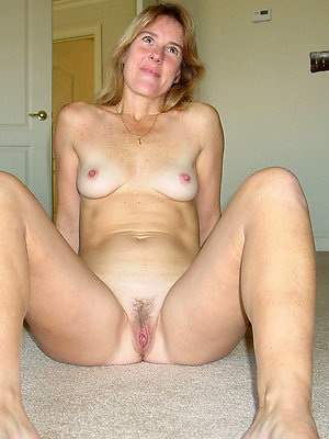Lovely mature amatuer nudist photos free