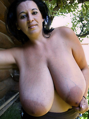 naked mature beamy tit column