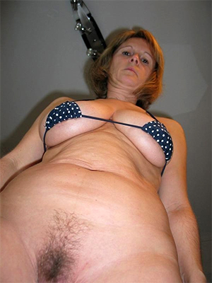 X free of age bikini babes pics