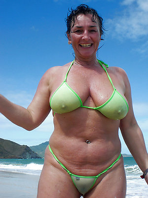 curvy bikini matures xxx