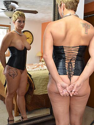 gorgeous tattooed mature porn pictures