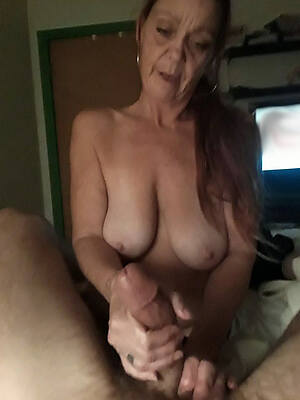 naked pics be worthwhile for sexy mature handjobs