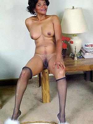 mature swart mamas displaying her pussy