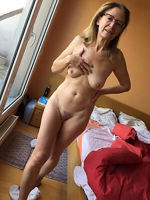 mature nude females posing