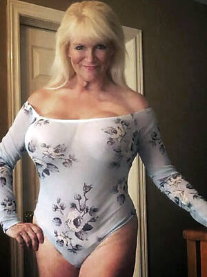 busty sexy mature wives pics