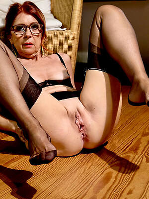 mature shaved pussy amateur porn pics