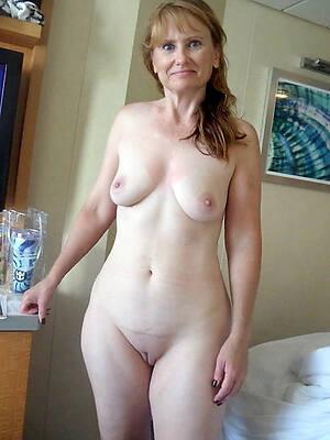 Nude mature mom
