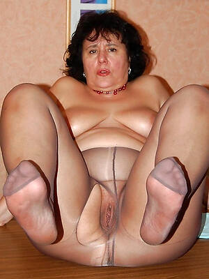 petite mature pantyhose pics