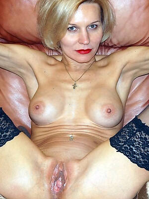 mature X-rated women pictures