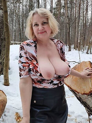 naked pics of amateur outdoor mature