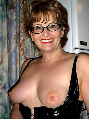 amateur mature just about glasses posing nude