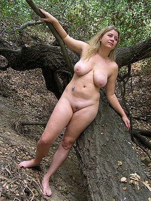 hotties busty mature solo