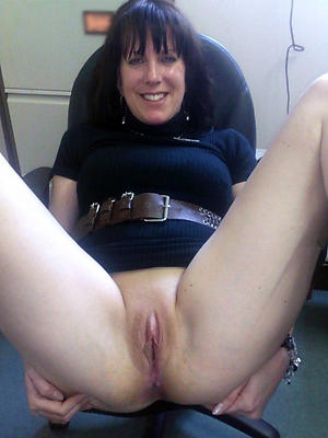 naughty solo mature pussy