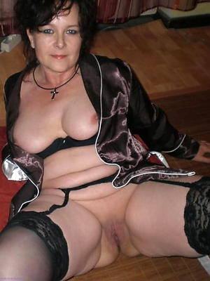 hotties mature women masterbating