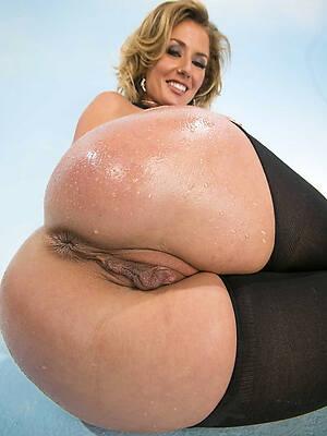 naked pics of mature ass