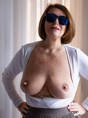 old women showing pussy stripped