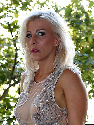 porn pictures of mature blondes