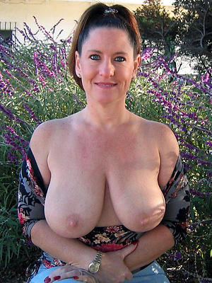 free pics of sexy mature housewives