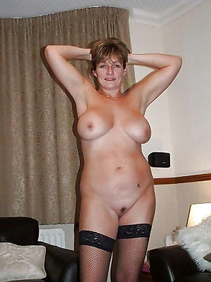 real mature housewives posing nude