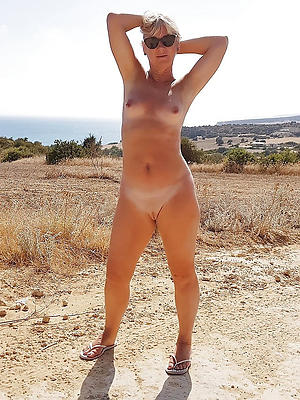 beautiful natural mature naked women