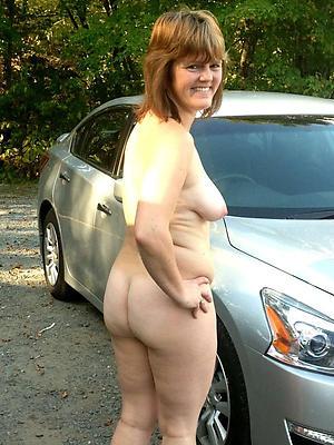 mature amateur model stripped