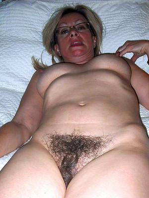 moms matured posing nude