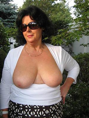 xxx mature brunette pussy pics