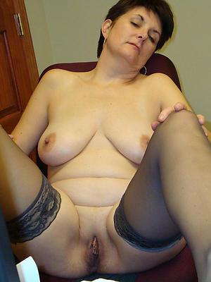 mature ladies cunts posing nude