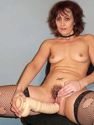 beautiful mature milf masturbating