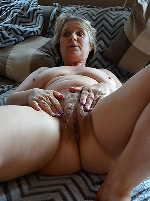 gorgeous mature milf masturbating