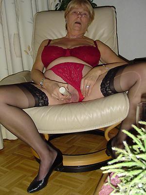 mature milf masturbating stripped