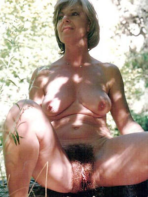 mature shaved vagina posing nude