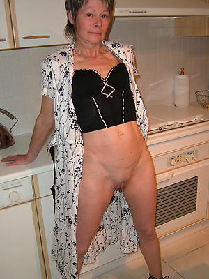 Bohemian pics of mature housewife pussy