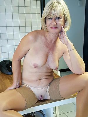 xxx free mature blonde photos