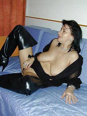 beautiful naked simmering mature women