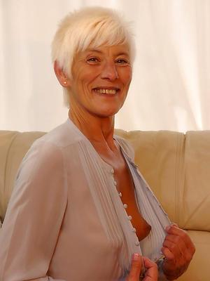 mature white lady posing nude