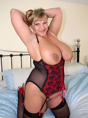 beautiful grown up lady boobs porn pics