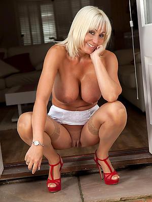 adult blonde mom posing nude