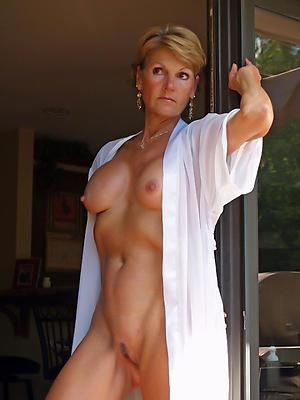 single mature ladies posing uncover
