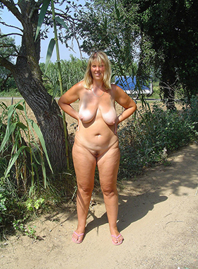 xxx full-grown wife outdoors