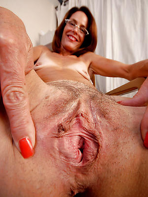 homemade mature tight pussy posing nude