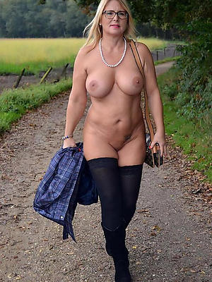Homemade mature column in stockings stripped