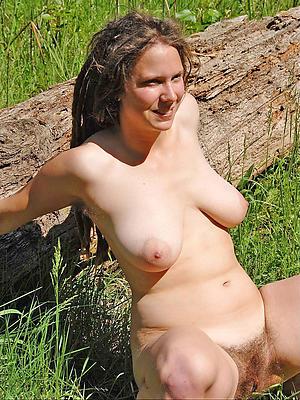 natural mature posing nude