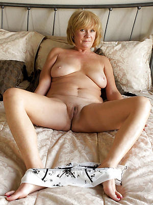 nude homemade mature vulva stripped