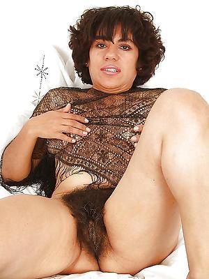 naked mature vulvas