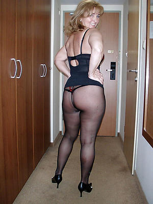 free pics of mature woman in pantyhose