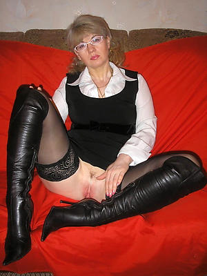 curvy matured women in glasses