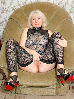 unorthodox pics of mature column in nylons